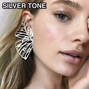 ⚜️[𝟯/$𝟭𝟴]⚜️Big Silver Butterfly Earrings NEW